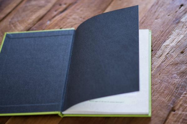 WhatsApp Buch mit schwarzem Vorsatzpapier